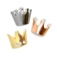 There are 1 gold crown, 1 silver crown and 1 bronze crown (fridge magnets).